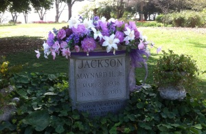 Atlanta Mayor Maynard Jackson's grave was beautifully decorated for Easter.