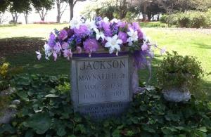 Atlanta Mayor Maynard Jackson's grave was beautifully decorated for Easter.
