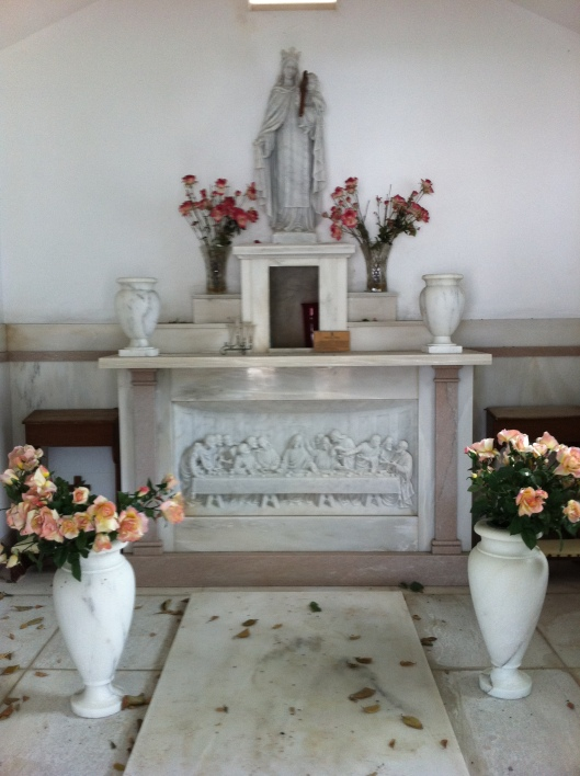 """Here's a typical altar in one of the mausoleums."""