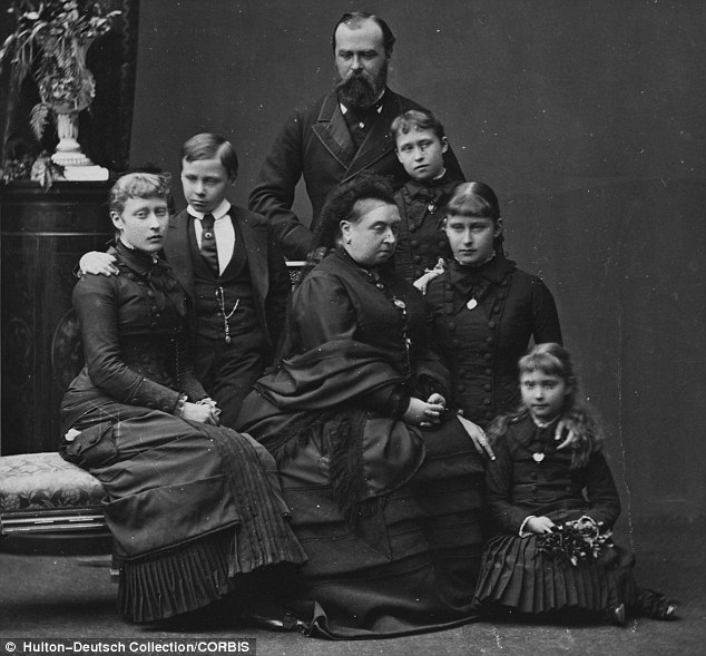 Paint it Black: Mourning Fashions in the Victorian Age ...