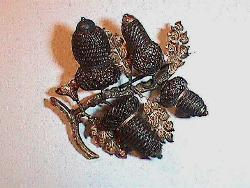 This brooch features four hair acorn shapes. The acorns are tightly woven and incorporate gold components to support the acorn shape. Even though this piece has gold elements, it is understated enough for the middle stages of mourning. Photo courtesy of the Historic Northampton Museum and Education Center.