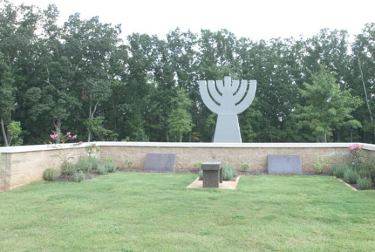 Arlington's Menhorah Garden section is fairly new and has a modern look. Photo courtesy of Arlington Memorial Park's website.