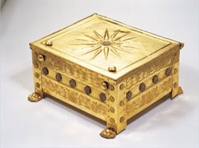 The golden larnax (or ash-chest) believed to be that of King Philip of Macedon. Photo courtesy of the Vergina Museum, Greece.