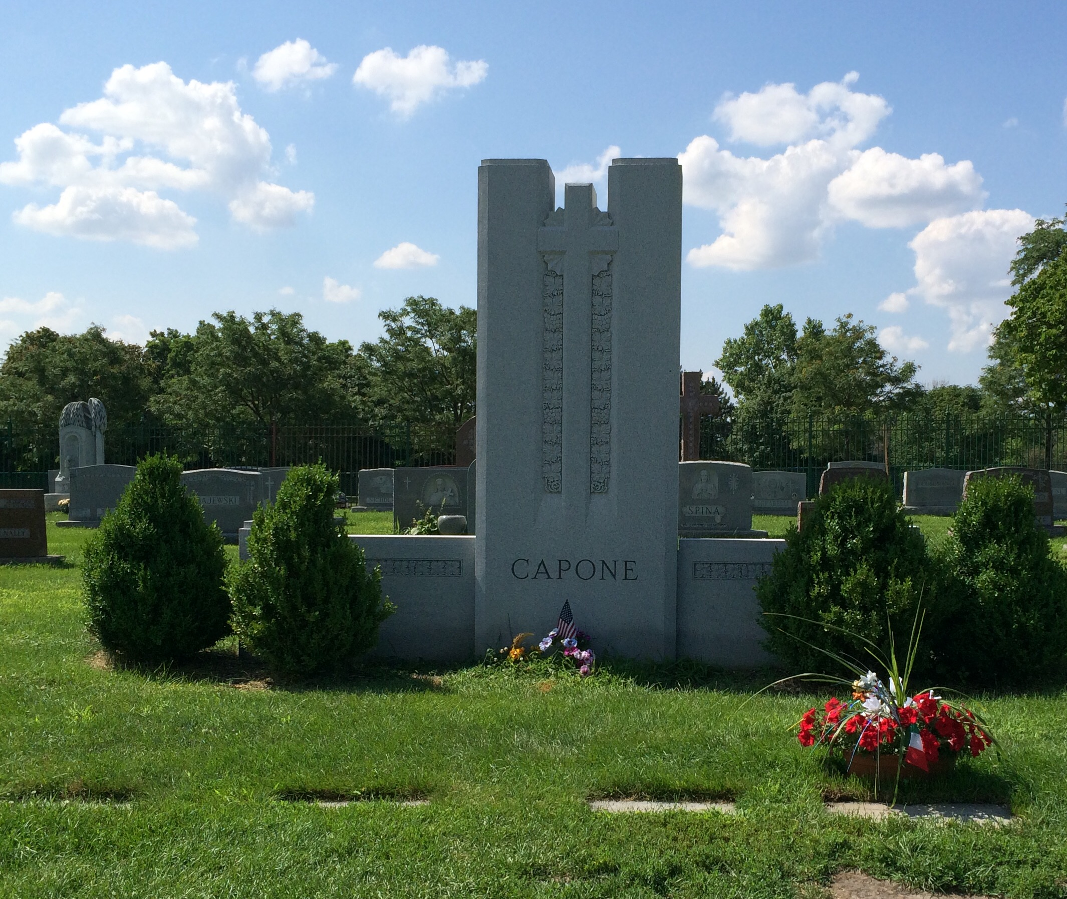2015 adventures in cemetery hopping this is the capone family plot al capone is buried his parents and five