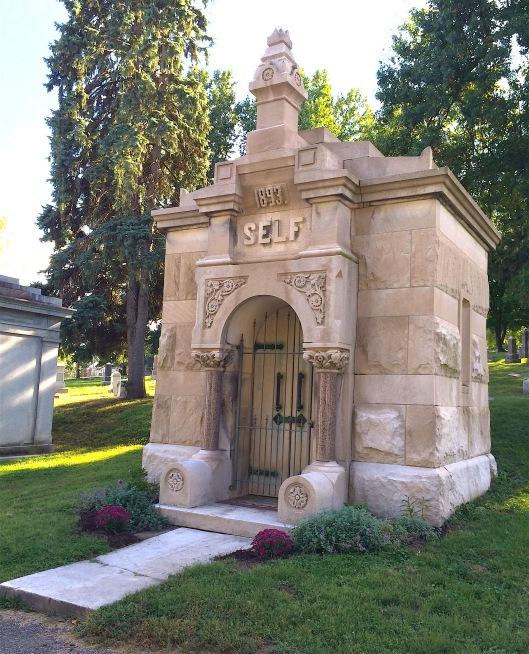 Selfmausoleum