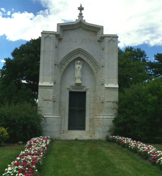 The Bonfils-Stanton mausoleum contains only one person, May Bonfils. Her second husband, Charles, is buried in the Fairmount Mausoleum with his brother, Robert.